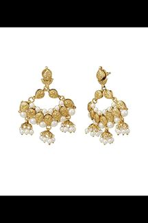 Picture of Edgy earrings with gold plating & pearls